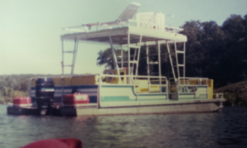 #86 JOHNNY'S 1977 30 FT. LANDAU PONTOON BOAT