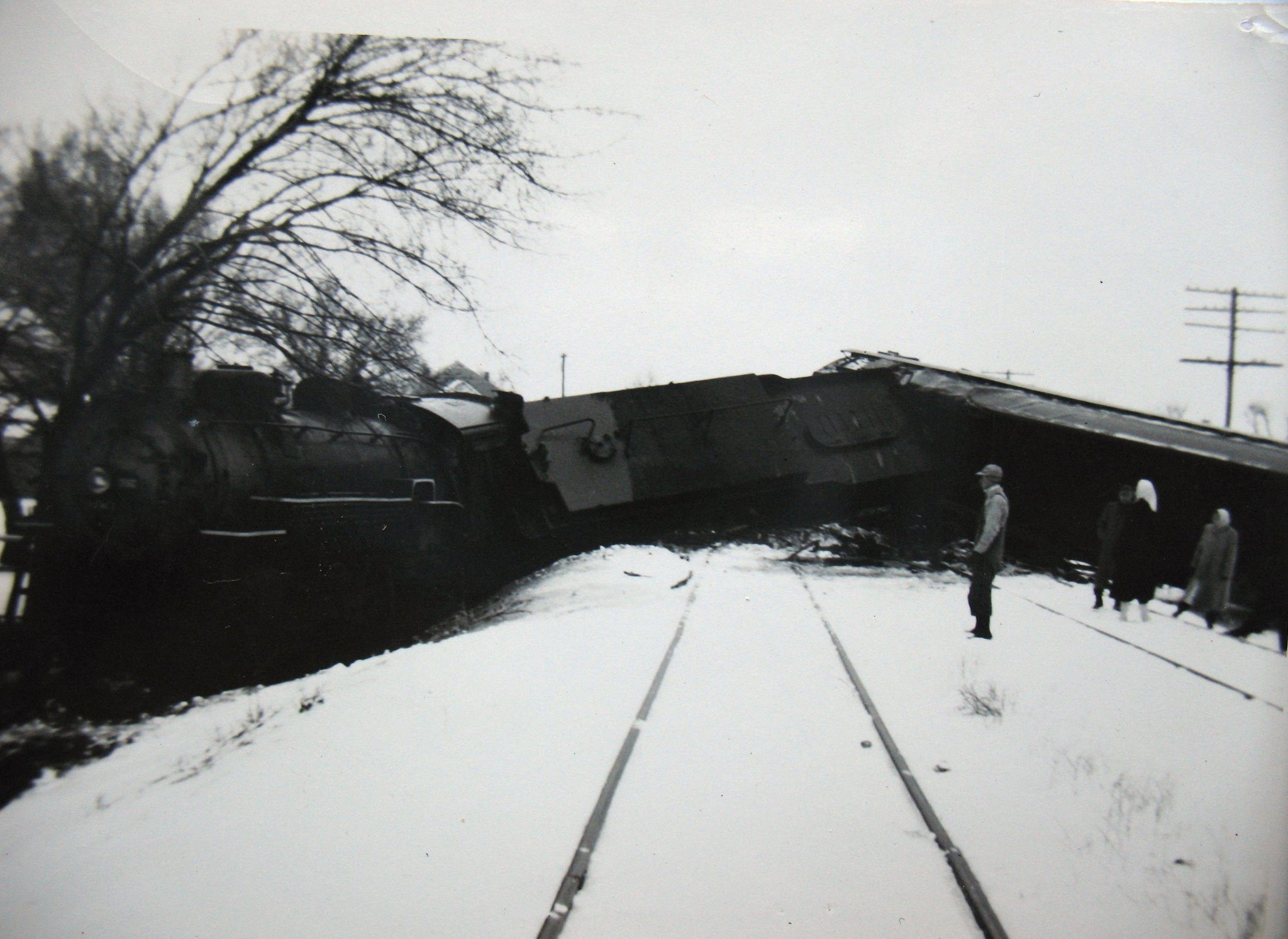 #75 PARSONS TO ST. LOUIS TRAIN WRECK IN NORTH PARSONS 2-15-51 CLICK ON PICTURE FOR HUGE PHOTO. I WAS THERE WHEN I WAS 5 YEARS OLD